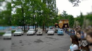 A Car Orchestra Plays in Moscow. Captured by @Laiquendi