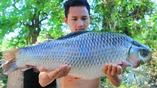 Primitive Technology: Cooking Giant Fish Sour Soup For Food In The Forest