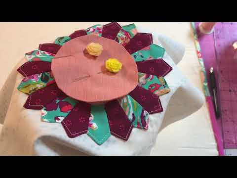 Explorations in Dresden plates #3 - Hand Applique centers