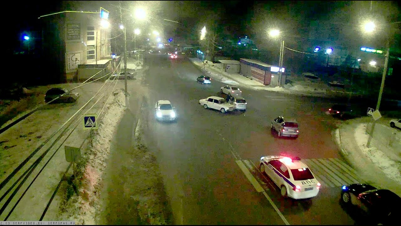 ДТП в Серпухове. ВАЗ не проскочил... 20 января 2017г.
