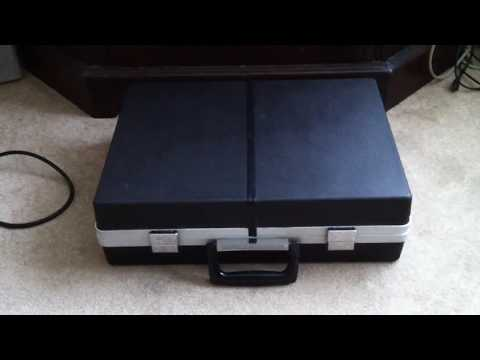 Briefcase Style  SANYO G2311KL-2 SOLID STATE STEREO MUSIC CENTRE
