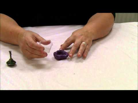 Mixed Media in Minutes: Pouring a Resin Cast with Jen Cushman.wmv