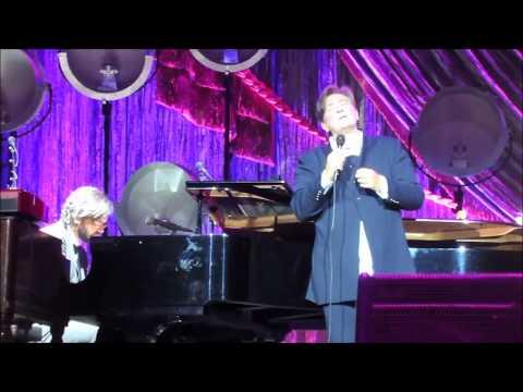 """k.d. lang sings """"Hallelujah"""" live in Melbourne, July 18 2017"""