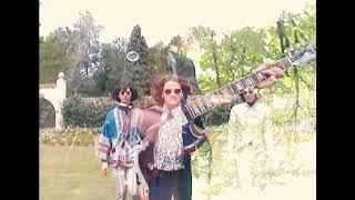 MOOON - She Makes Me Feel (Official Video)