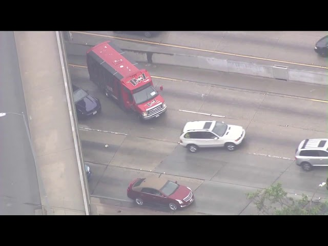 wild car chase in rain includes doughnuts on the 101 hugs and a tmz tour bus los angeles times car chase in rain includes doughnuts