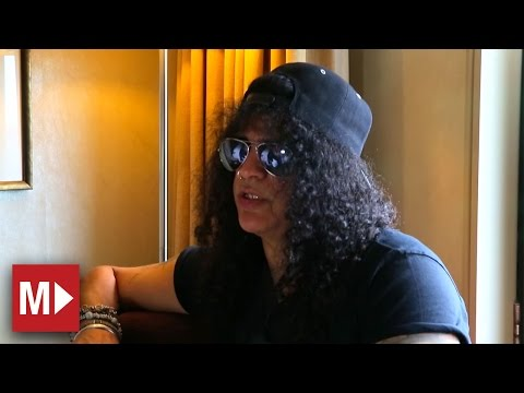 Slash talks creativity, his band and life on the road | Moshcam Interview (2015)