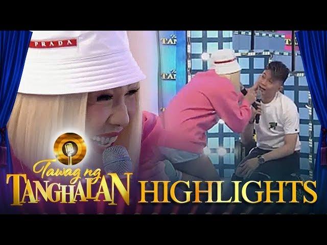 Tawag ng Tanghalan: Vice Ganda suddenly offers Vhong new shoes