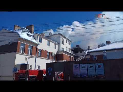 Інформаційне Агентство АСС: Пожежу у транспортному коледжі  гасять близько 40 рятувальників та 10 машин