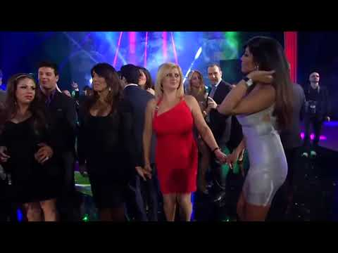 Uzbekistan dance on Bollywood hitGoro ki na kalo ki duniya hai dil walo ki