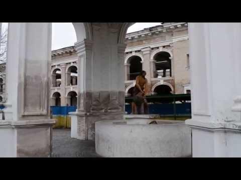 Самсон разрывающий пасть льву фонтан на Подоле  Киев