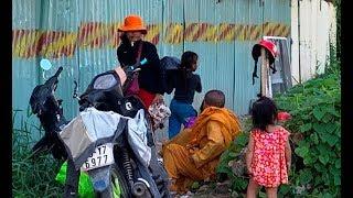 """Hình ảnh thương tâm những đứa trẻ bị  """"nhờ vả"""" lam lũ ở cửa ngõ Sài Gòn"""