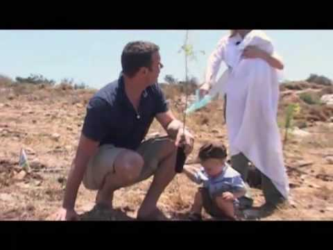 Actress Naomi Watts \u0026 Actor Liev Schreiber Plant A Tree In Israel With Jewish National Fund