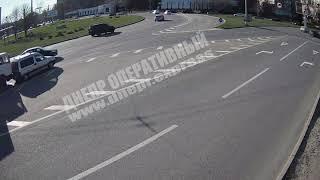 В Днепре на кольце Победы грузовик ударил легковушку