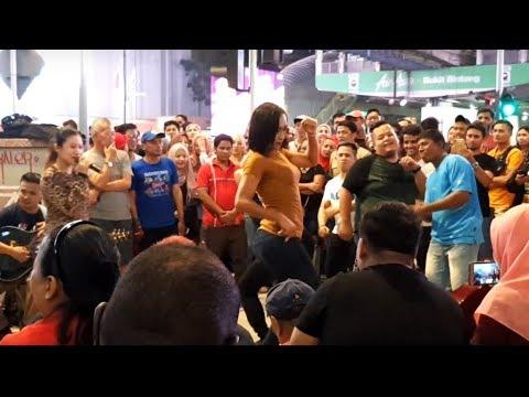 GEBOY MUJAIR-Nurul feat Redeem buskers,goyang padu