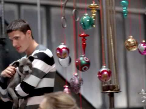 old navy holiday commercial #1 - GIFTS THAT WARM