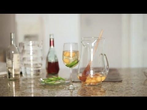 how-to-make-white-sangria-with-melons-:-sangria-recipes