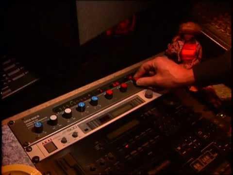 Linn Perfect! - A demonstration of the URSA MAJOR Stargate 323 Digital Reverberator on drums