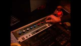Linn Perfect! - A demonstration of the URSA MAJOR Stargate 323 Digital Reverberator on drums