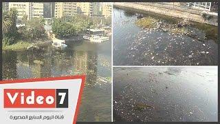 """"""" النيل يستغيث"""" .. مخلفات المطاعم تغطى المياه أسفل كوبرى عباس بالجيزة"""