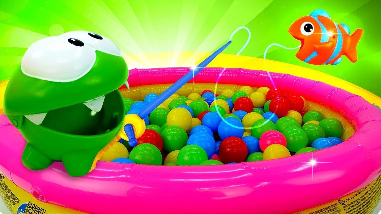 Ам Ням и весёлая игра рыбалка! - Сухой бассейн с шариками – Видео для детей.