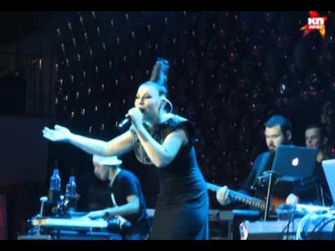 Певица Елка в Минске удивила поклонников своей пластикой и необыкновенным голосом
