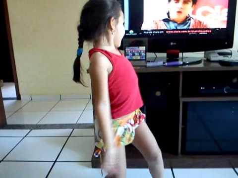 Julia dançando Rabiosa