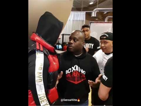 Joey Bravo Woedend Tijdens De Boxing Influencers