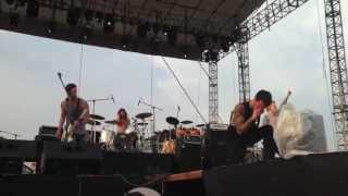 Gambar cover A Skylit Drive-Love The Way You Lie (Live Pulp Summerslam 2013)