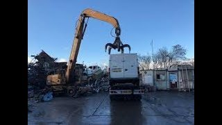 Scrapping of Volkswagen T4 - Fuchs Excavator MHL 331 vs. VW T4