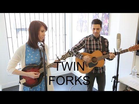 "Twin Forks - ""Kiss Me Darlin'"" on Exclaim! TV"
