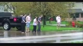 Автомобиль и дождь / Car and rain