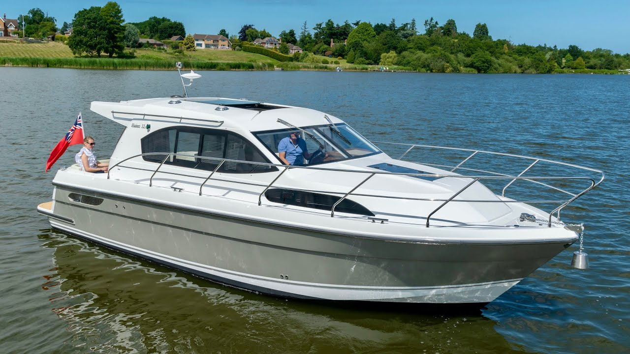 £210,000 Yacht Tour : 2019 Haines 32 Sedan