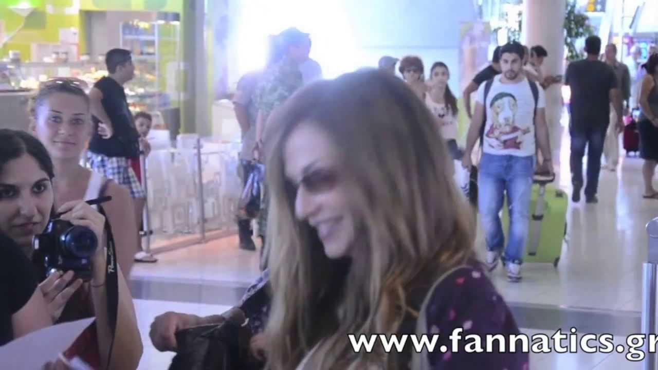 Οι Fannatics υποδέχονται την Άννα Βίσση στο αεροδρόμιο της Λάρνακας (26/07/2013)
