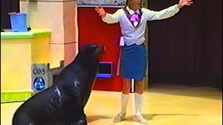 SeaWORLD orlando - The CLYDE & SEAMORE show - Clyde is not listening