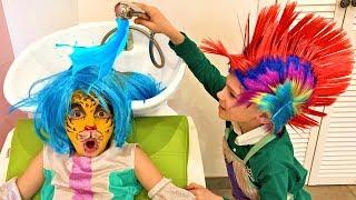 Vania and Mania play beauty salon and makeup