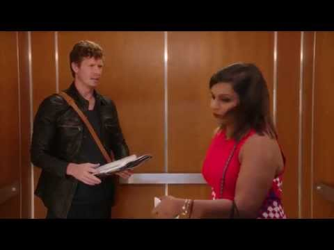 Mindy Kaling is Victim to an Elevator Scam