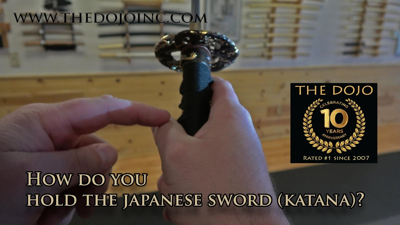 how to hold a sword at the ready