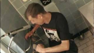 ZWAKKELMANN - Muss scheißen (Videoclip)