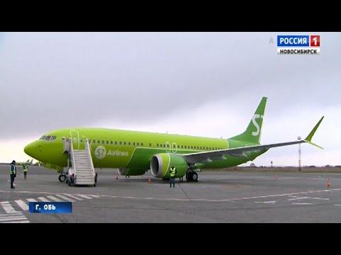 В аэропорту Толмачёво встретили первый в России пассажирский Боинг нового поколения