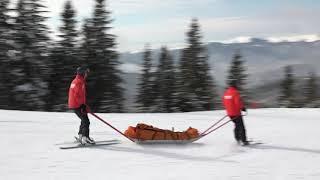 transport accidentati cu targa akja pe partiile de schi