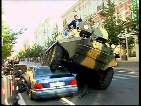 Blindado BTR 80 protagonista de un spot publicitario