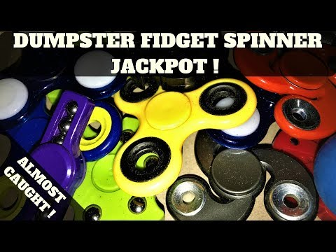 Fidget Spinners Score Five Below Dumpster ! (Almost Caught By Cop) Dumpster Diving Night #9