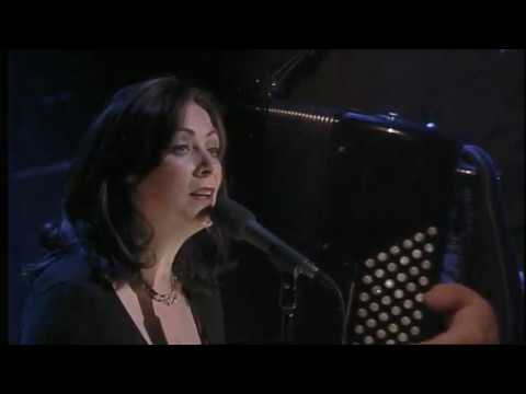 Клип Mary Black - Moon River