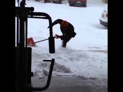Lee Valsvik - Attention Minnesotans!!   How to Shovel Snow Without Getting Hurt!