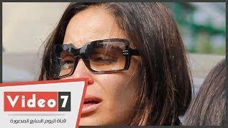 بالفيديو.. انهيار داليا البحيرى أثناء جنازة زوجها السابق