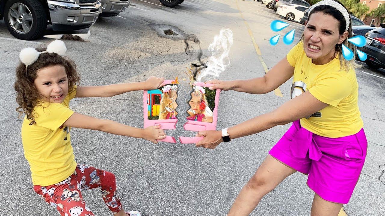 Erlania e Valentina querem o mesmo iPad para assistir Diana Show