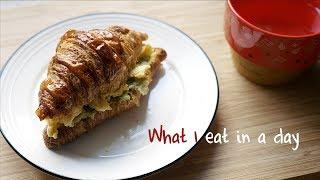 Vicky懒人厨房 | 一天吃什么 #06 | 可颂三明治 | 鸡肉蘑菇焖饭 | 烤红薯条 | 喜提鸡胸肉最好吃做法