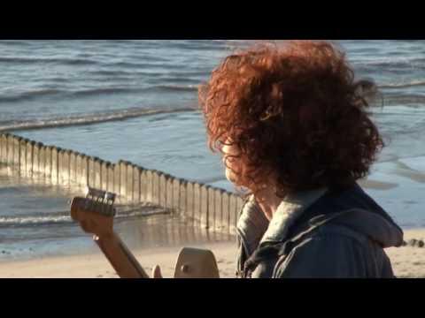 CORA - Über den Wolken - Offizielles Musikvideo