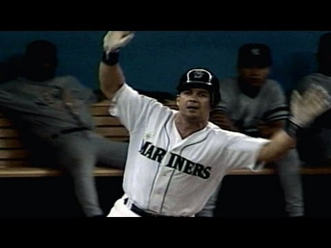 1995 ALDS Gm4: Martinez slam breaks 6-6 tie