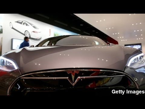 Tesla, Panasonic Ink Deal To Make Huge Battery